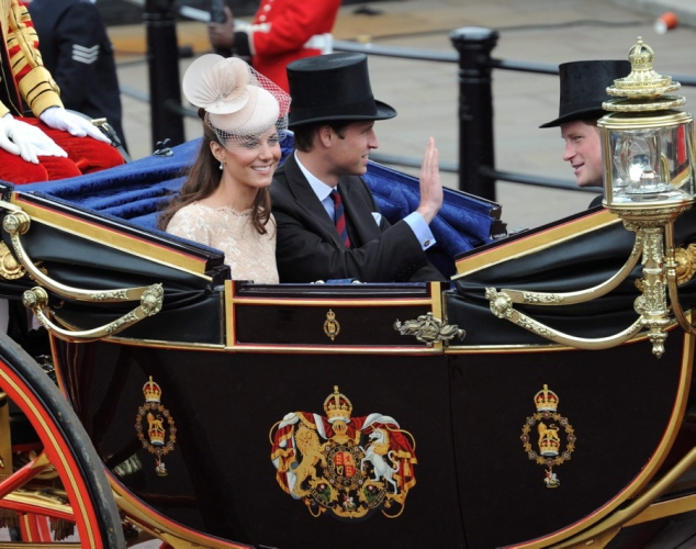 Wills and kate carriage procession